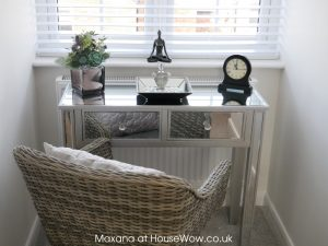 Home Staging-Mirrored-Console-Table